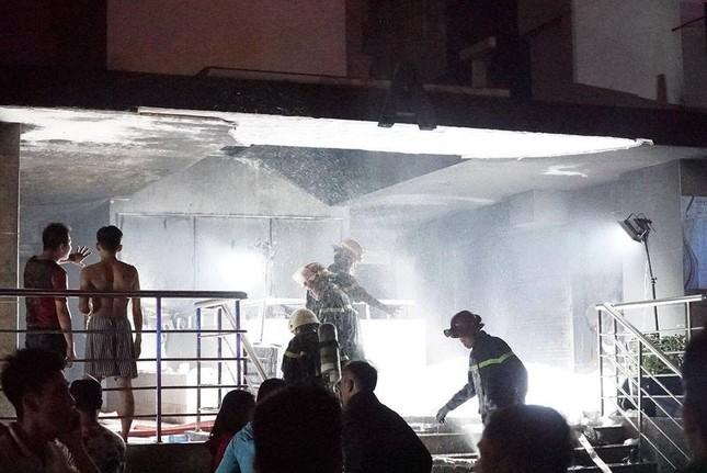 Vụ cháy chung cư Carina Plaza: Cứu cả gia đình nhờ áo ngực phụ nữ ảnh 1