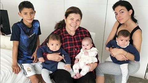 Ronaldo suy sụp khi bạn gái quyết không sinh thêm con ảnh 2