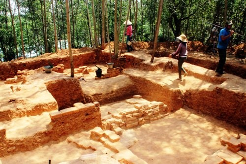 Khai quật phế tích tháp Chăm 1.000 năm ở Bình Định ảnh 2