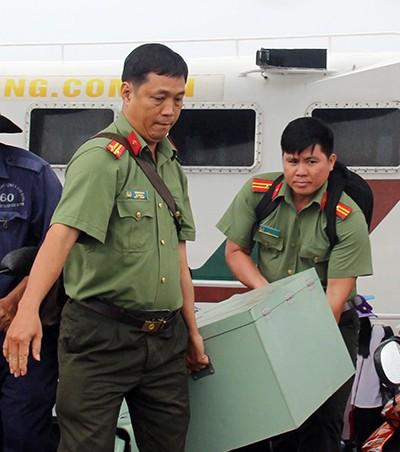 Trực thăng, tàu cao tốc chở đề thi THPT quốc gia ra các huyện đảo ảnh 2