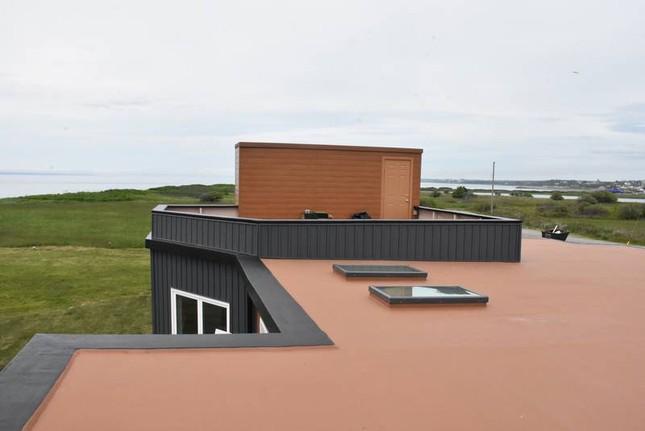 Ngôi nhà làm từ 6 nghìn chai nhựa tái chế, có view biển tuyệt đẹp ảnh 6