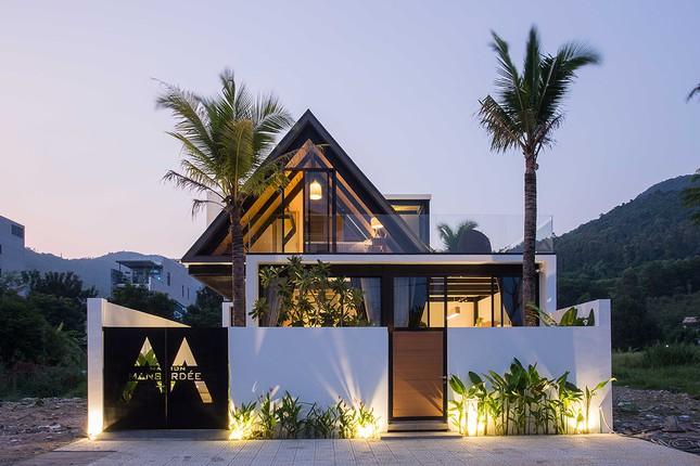 Ngỡ ngàng trước vẻ đẹp ngôi nhà dưới chân núi Sơn Trà ảnh 1