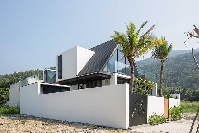 Ngỡ ngàng trước vẻ đẹp ngôi nhà dưới chân núi Sơn Trà ảnh 2