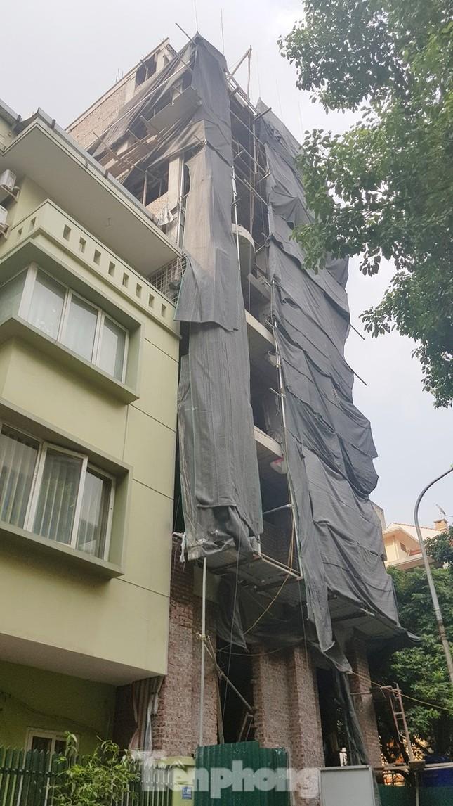 Hà Nội nói gì về việc cấp phép 'lạ' loạt cao ốc khu phố mẫu? ảnh 1