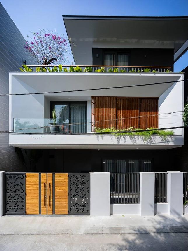Kiểu biệt thự 3 tầng mới lạ có vẻ đẹp 'thôi miên' ảnh 1