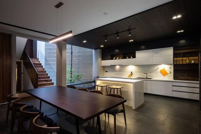 Kiểu biệt thự 3 tầng mới lạ có vẻ đẹp 'thôi miên' ảnh 4