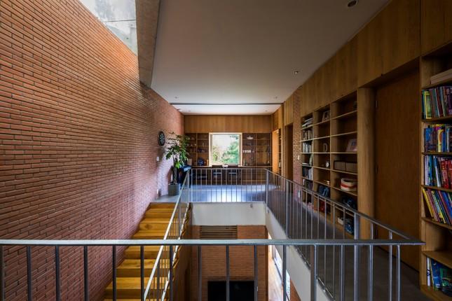 Nhà gạch nung rợp bóng cây xanh lọt đề cử kiến trúc đẹp nhất thế giới ảnh 4