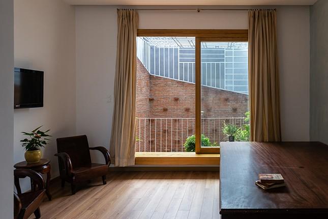 Vợ chồng Việt sửa nhà cấp 4 cũ thành nơi ở đẹp đến mức báo Mỹ cũng phải khen ảnh 10