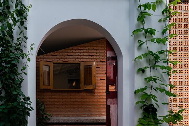 Vợ chồng Việt sửa nhà cấp 4 cũ thành nơi ở đẹp đến mức báo Mỹ cũng phải khen ảnh 12