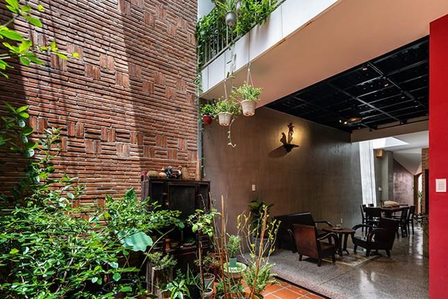 Vợ chồng Việt sửa nhà cấp 4 cũ thành nơi ở đẹp đến mức báo Mỹ cũng phải khen ảnh 4