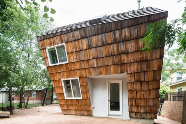 Ngôi nhà 'tổ ong' nghiêng như sắp đổ vẫn đẹp long lanh ảnh 2