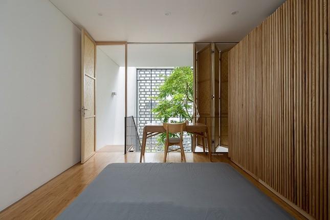 Độc đáo ngôi nhà với thiết kế 2 lớp mặt tiền chống khói bụi ở Hà Nội ảnh 11