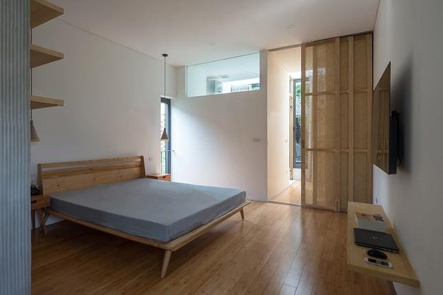 Độc đáo ngôi nhà với thiết kế 2 lớp mặt tiền chống khói bụi ở Hà Nội ảnh 12