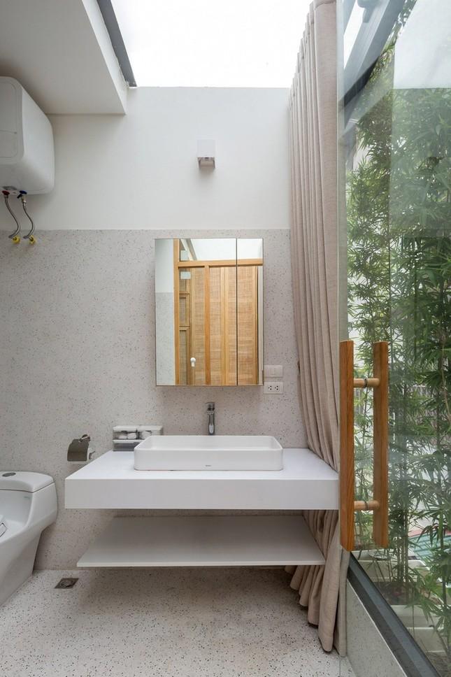 Độc đáo ngôi nhà với thiết kế 2 lớp mặt tiền chống khói bụi ở Hà Nội ảnh 14