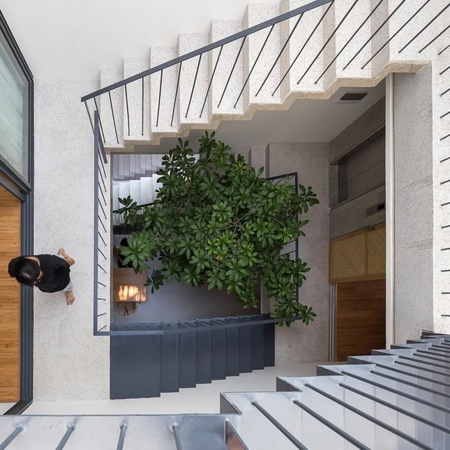 Độc đáo ngôi nhà với thiết kế 2 lớp mặt tiền chống khói bụi ở Hà Nội ảnh 16