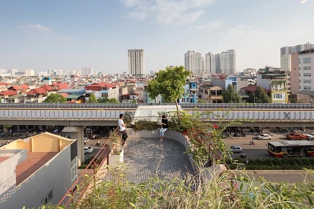 Độc đáo ngôi nhà với thiết kế 2 lớp mặt tiền chống khói bụi ở Hà Nội ảnh 17