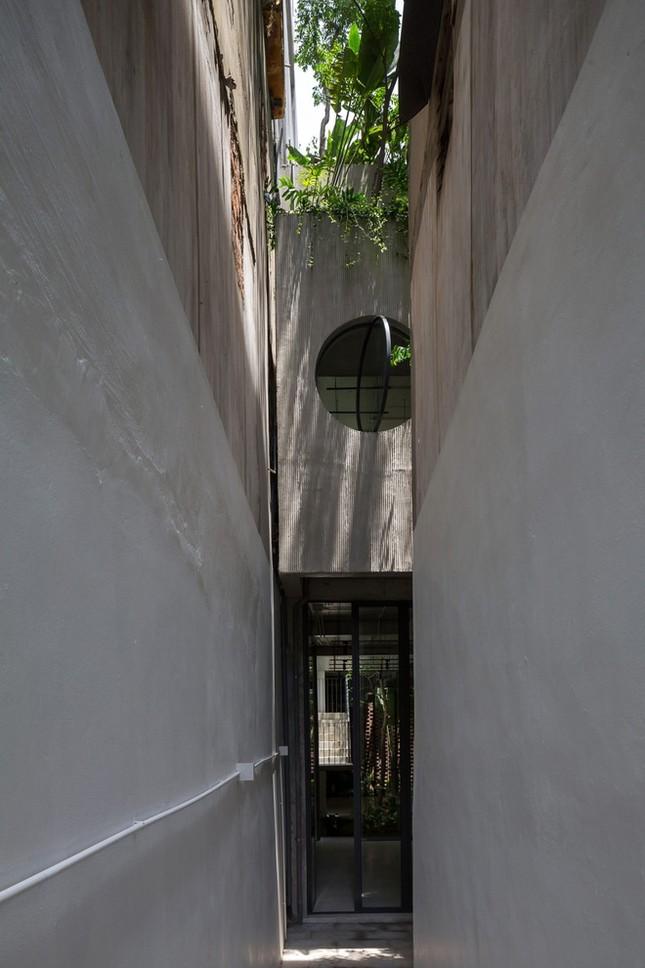 Độc đáo ngôi nhà với thiết kế 2 lớp mặt tiền chống khói bụi ở Hà Nội ảnh 3