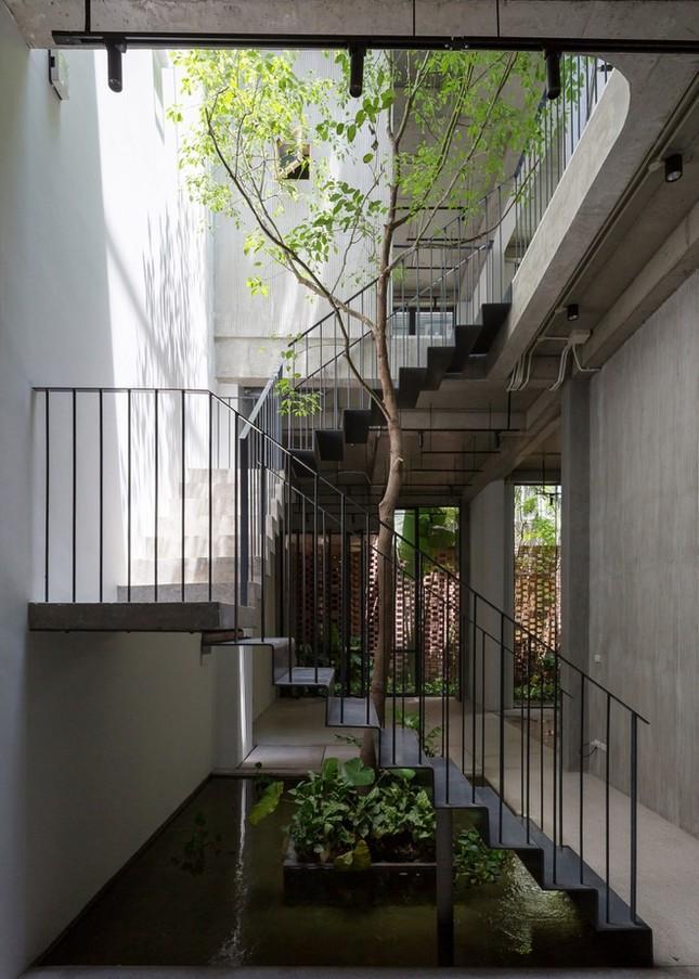 Độc đáo ngôi nhà với thiết kế 2 lớp mặt tiền chống khói bụi ở Hà Nội ảnh 9