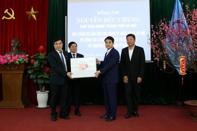 Chủ tịch Hà Nội yêu cầu không để hộ dân nào mất nước sạch dịp Tết ảnh 2