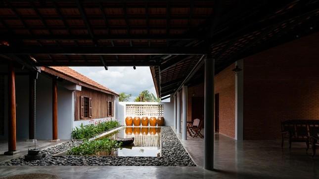 Chán nhà tầng, vợ chồng Việt xây nhà 2.000m2 như nhà 'điền chủ' ảnh 16