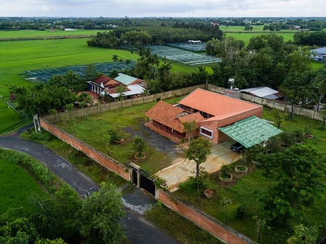 Chán nhà tầng, vợ chồng Việt xây nhà 2.000m2 như nhà 'điền chủ' ảnh 2