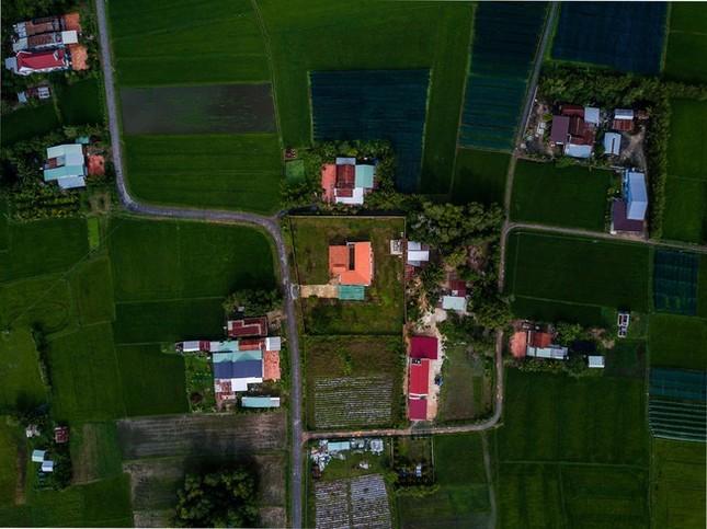 Chán nhà tầng, vợ chồng Việt xây nhà 2.000m2 như nhà 'điền chủ' ảnh 5