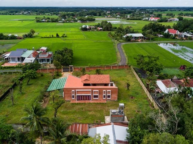 Chán nhà tầng, vợ chồng Việt xây nhà 2.000m2 như nhà 'điền chủ' ảnh 1