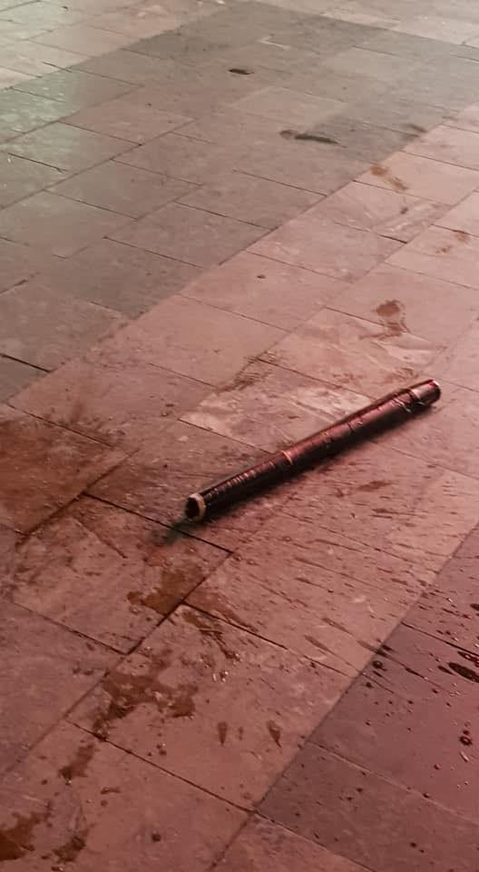 Cư dân chung cư Hà Nội hoảng hồn vì điếu cày rơi từ tầng cao ảnh 1