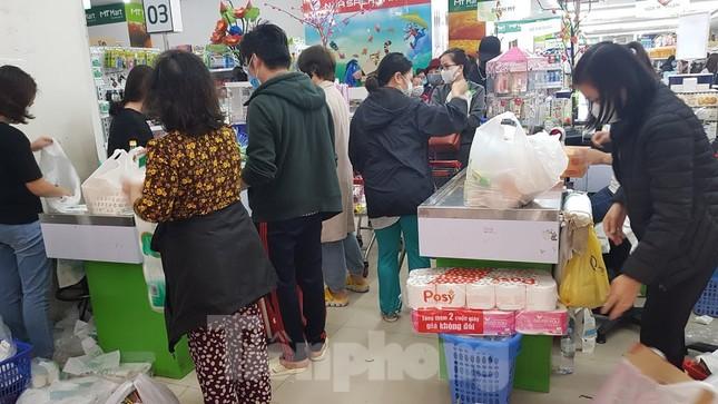 Dân chung cư Hà Nội nháo nhác mua đồ tích trữ phòng dịch Covid-19 ảnh 3