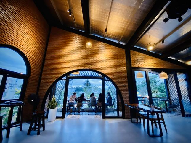 Ngôi nhà kết hợp quán cafe đẹp lạ nhờ nghệ thuật xếp gạch gây mê ảnh 7