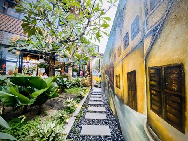 Ngôi nhà kết hợp quán cafe đẹp lạ nhờ nghệ thuật xếp gạch gây mê ảnh 8