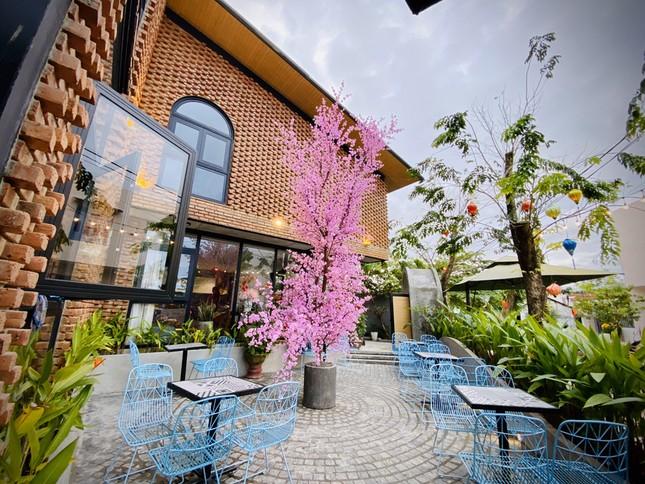 Ngôi nhà kết hợp quán cafe đẹp lạ nhờ nghệ thuật xếp gạch gây mê ảnh 4