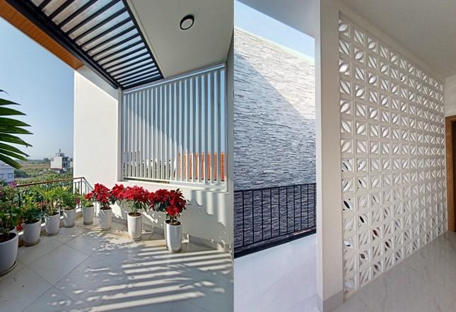 Nhà phố 3 tầng lấy gió và sáng có thiết kế ấn tượng ảnh 13