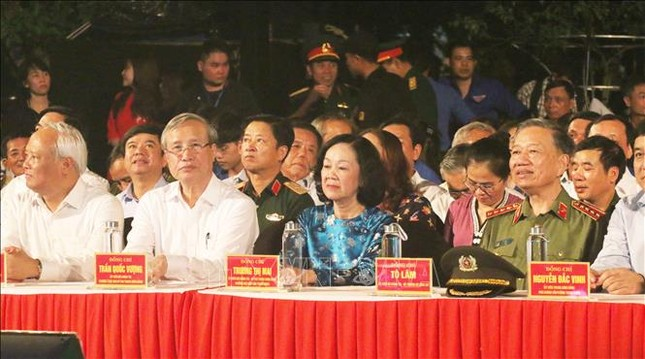 Lãnh đạo Đảng, Nhà nước dự cầu truyền hình 'Hồ Chí Minh - Sáng ngời ý chí Việt Nam' ảnh 5