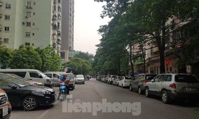 Cận cảnh khu đất công làm bãi xe 'biến hình' thành cao ốc ở Hà Nội ảnh 19