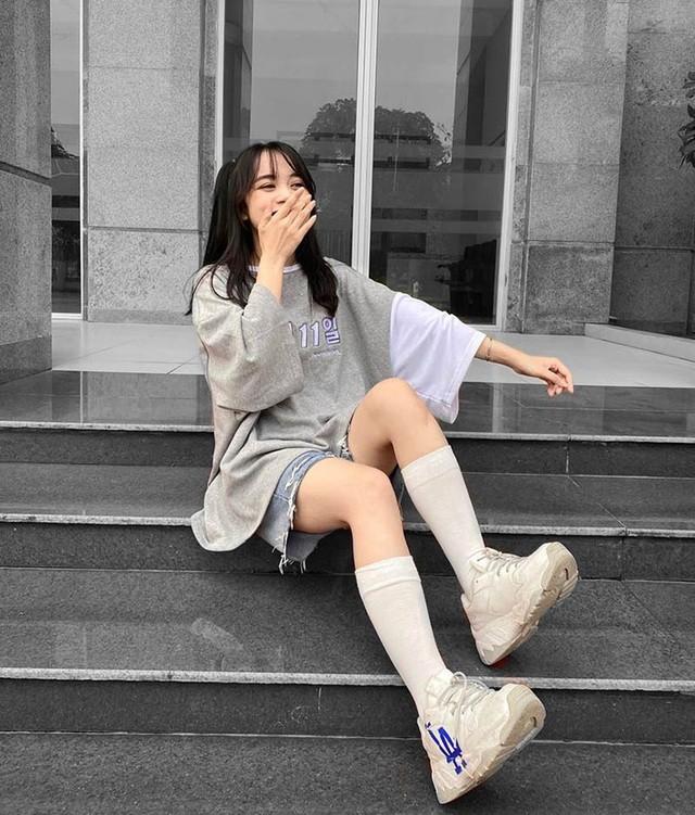 Nữ sinh Ngân hàng 'gieo thương nhớ' trong trang phục quân sự ảnh 6