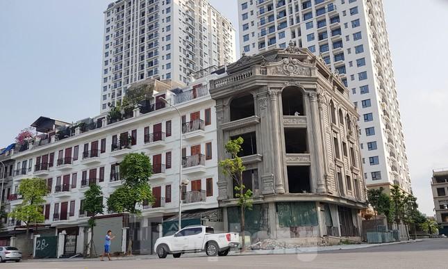 Nở rộ công trình 'cung điện, lâu đài' tự hợp thửa đất liền kề ở Hà Nội ảnh 1