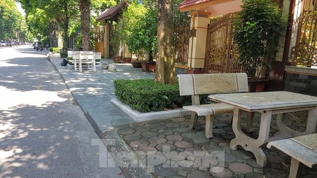 Cận cảnh biệt thự đô thị mẫu Hà Nội 'đua nhau' thay cây xanh, lát vỉa hè sai quy hoạch ảnh 21