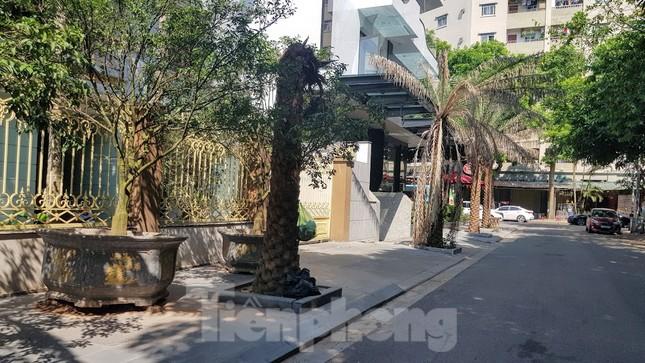 Cận cảnh biệt thự đô thị mẫu Hà Nội 'đua nhau' thay cây xanh, lát vỉa hè sai quy hoạch ảnh 13