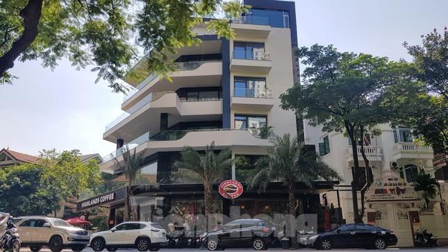Cận cảnh biệt thự đô thị mẫu Hà Nội 'đua nhau' thay cây xanh, lát vỉa hè sai quy hoạch ảnh 12