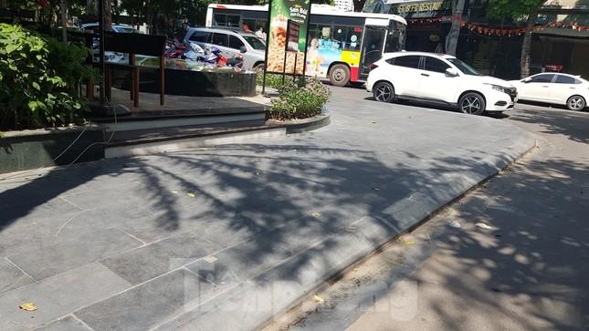 Cận cảnh biệt thự đô thị mẫu Hà Nội 'đua nhau' thay cây xanh, lát vỉa hè sai quy hoạch ảnh 14