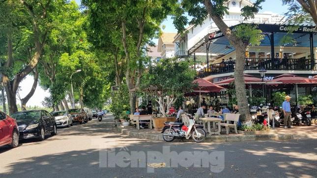 Cận cảnh biệt thự đô thị mẫu Hà Nội 'đua nhau' thay cây xanh, lát vỉa hè sai quy hoạch ảnh 28