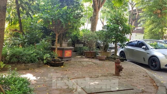 Cận cảnh biệt thự đô thị mẫu Hà Nội 'đua nhau' thay cây xanh, lát vỉa hè sai quy hoạch ảnh 26