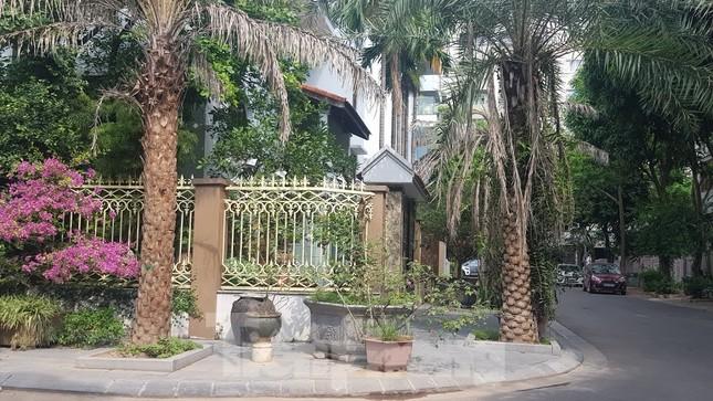 Cận cảnh biệt thự đô thị mẫu Hà Nội 'đua nhau' thay cây xanh, lát vỉa hè sai quy hoạch ảnh 15