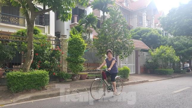 Cận cảnh biệt thự đô thị mẫu Hà Nội 'đua nhau' thay cây xanh, lát vỉa hè sai quy hoạch ảnh 11