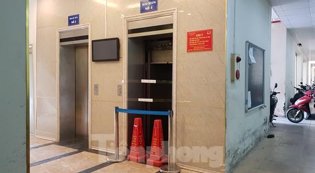 Hiện trường vụ rơi thang máy khiến nhiều người bị thương ở Hà Nội ảnh 5