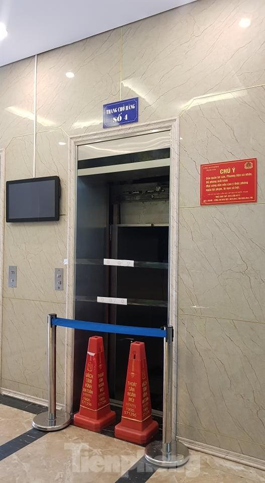 Hiện trường vụ rơi thang máy khiến nhiều người bị thương ở Hà Nội ảnh 2