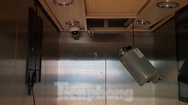 Hiện trường vụ rơi thang máy khiến nhiều người bị thương ở Hà Nội ảnh 11