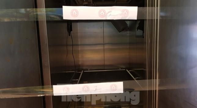 Hiện trường vụ rơi thang máy khiến nhiều người bị thương ở Hà Nội ảnh 7