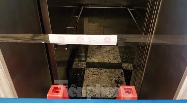 Hiện trường vụ rơi thang máy khiến nhiều người bị thương ở Hà Nội ảnh 6